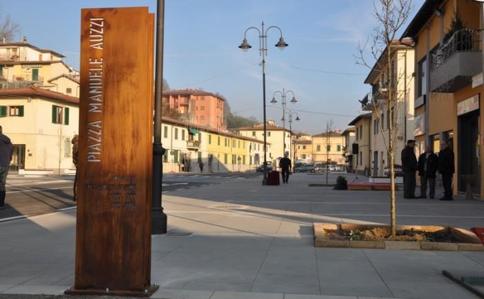 inaugurazione-piazza-auzzi_18-12-2016_targa-auzzi